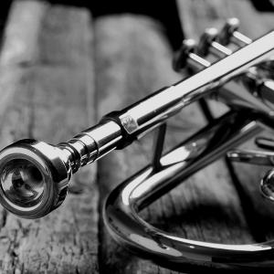 B&W photo of a trumpet